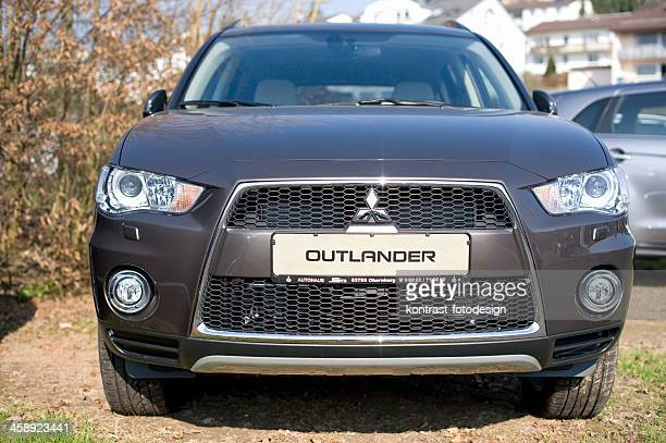 mitsubishi outlander - mitsubishi group stock pictures, royalty-free photos & images