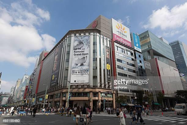 mitsukoshi ginza store in tokyo, japan - isetan mitsukoshi holdings stock pictures, royalty-free photos & images