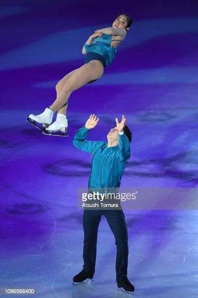 Miu Suzaki and Ryuichi Kihara perform their routine during the All Japan Medalist On Ice at Towa Yakuhin RACTAB Dome on December 25 2018 in Kadoma...