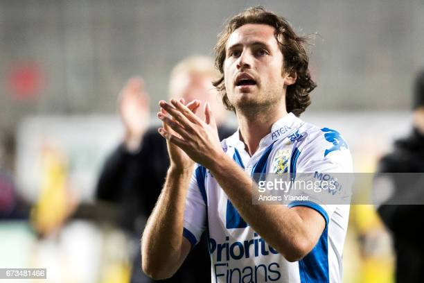 Mix Diskerud of IFK Goteborg thanks the fans after the Allsvenskan match between IFK Goteborg and Hammarby IF at Gamla Ullevi on April 26 2017 in...