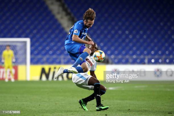 Mix Diskerud of Ulsan Hyundai and Caio Cesar of Kawasaki Frontale compete for the ball during the AFC Champions League Group H match between Ulsan...