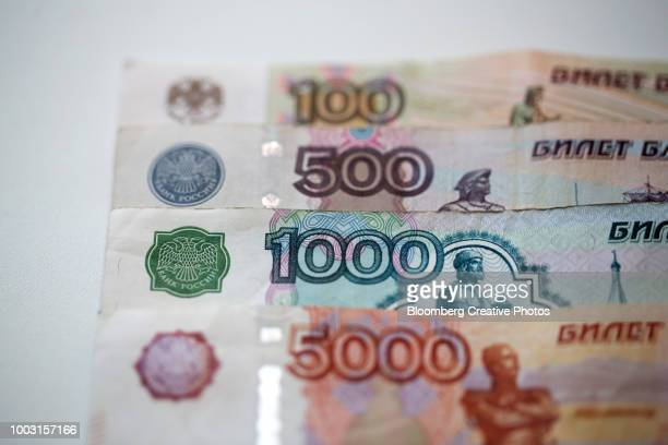 mixed denomination, 100, 500, 1000 and 5000 ruble banknotes - monetary policy stock pictures, royalty-free photos & images