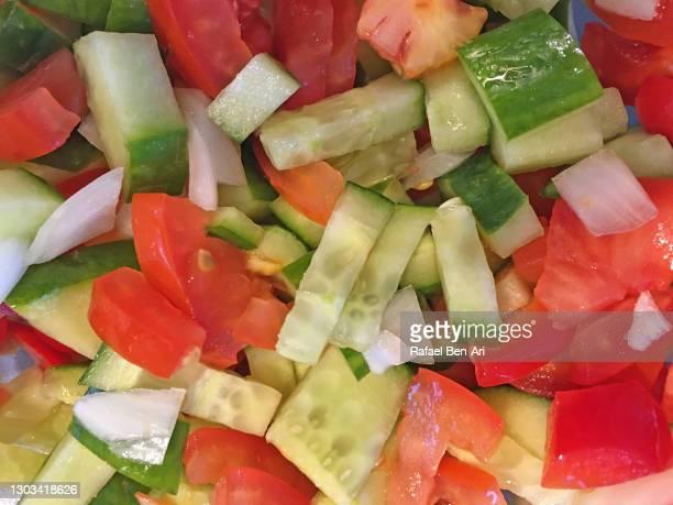 mixed israeli vegetables salad - rafael ben ari - fotografias e filmes do acervo
