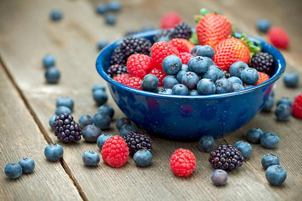 mixed organic berries - 藍莓 個照片及圖片檔