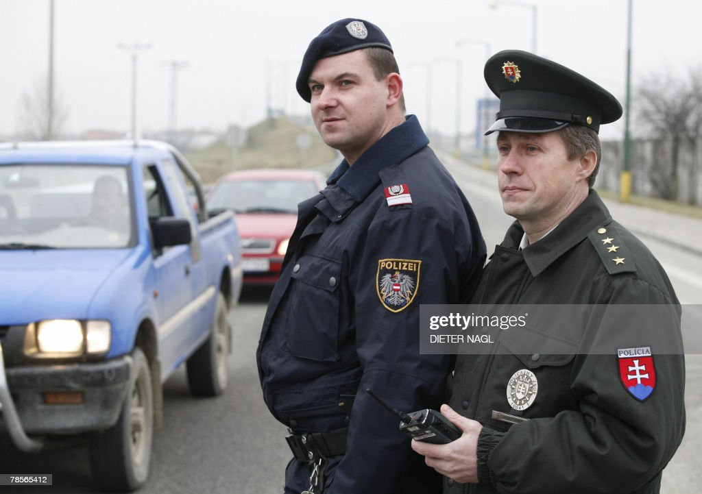 Bild EinbettenLizenz. A Mixed Police Unit From Austria And Slovakia Stands  19 December 2007 In Jarovce Near Bratislava
