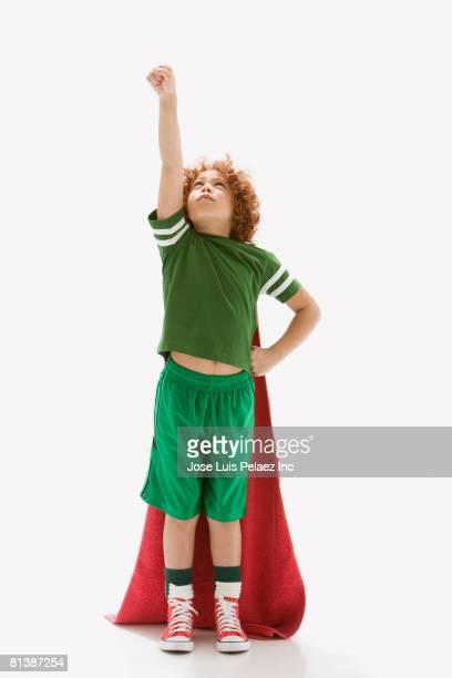 mixed race boy wearing towel as cape - un seul petit garçon photos et images de collection