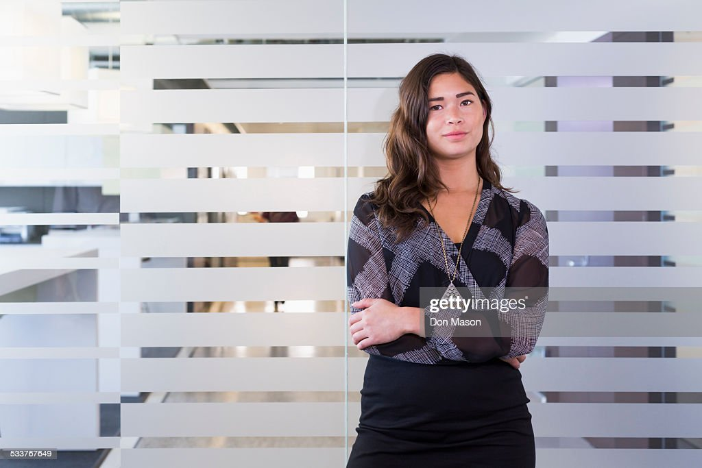 Mixed race businesswoman standing in office : Foto stock