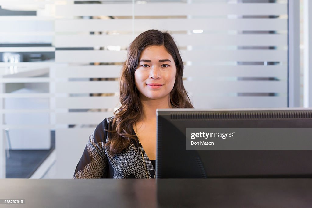 Mixed race businesswoman working at computer in office : Foto stock