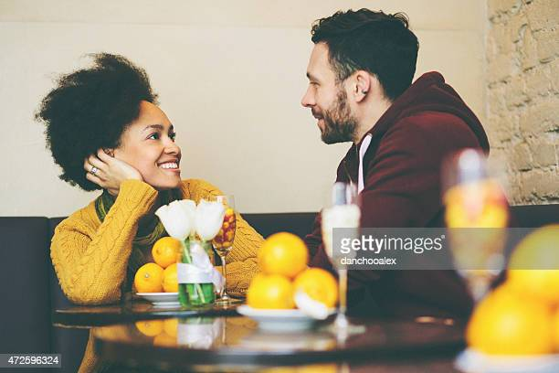 Mixed race couple im coffee shop reden
