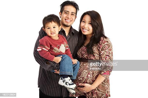 Raza mixta familia de tres sobre blanco