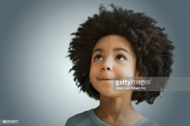 mixed race girl looking in curiously - afro frisur stock-fotos und bilder