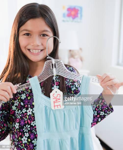 mixed race girl shopping for dress - de descendencia mixta fotografías e imágenes de stock