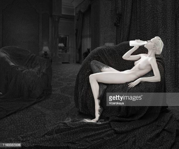 misturando contratos - bebe pelado preto e branco - fotografias e filmes do acervo