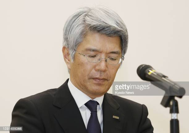 Mizuho Bank President and CEO Koji Fujiwara attends a press conference in Tokyo on March 1 over a system failure that prevented customers from...