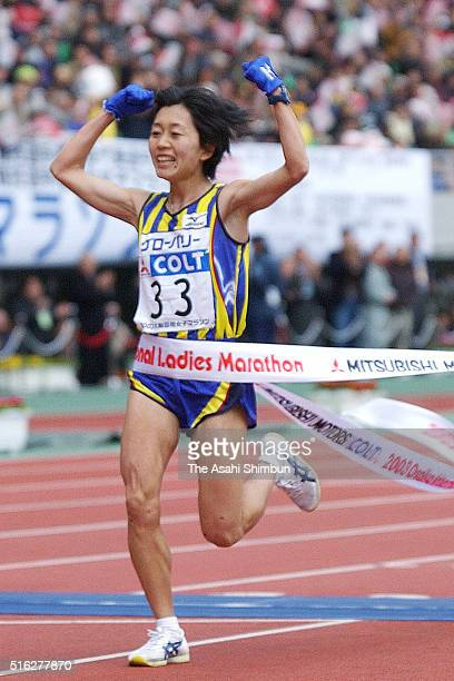Mizuki Noguchi of Japan celebrates winning in the 22nd Osaka Women's Marathon at the Nagai Stadium on January 26 2003 in Osaka Japan