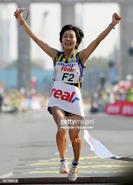 Mizuki Noguchi of Japan celebrates winning the Berlin Marathon 2005 on September 25 2005 in Berlin Germany