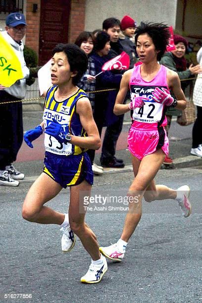 Mizuki Noguchi of Japan leads Naoko Sakamoto during the 22nd Osaka Women's Marathon on January 26 2003 in Osaka Japan