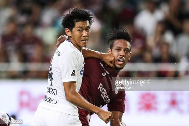 Mizumoto Hiroki and Wellington in action during the J.League J1 match between Vissel Kobe and Sanfrecce Hiroshima at Noevir Stadium Kobe on August...