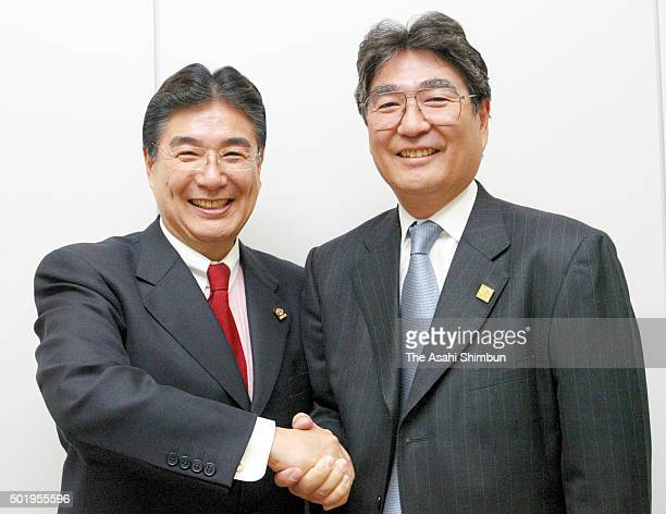 Mizuno Corp outgoing president Masato Mizuno and incoming president Akito Mizuno shake hands during a press conference at Osaka Securities Exchange...