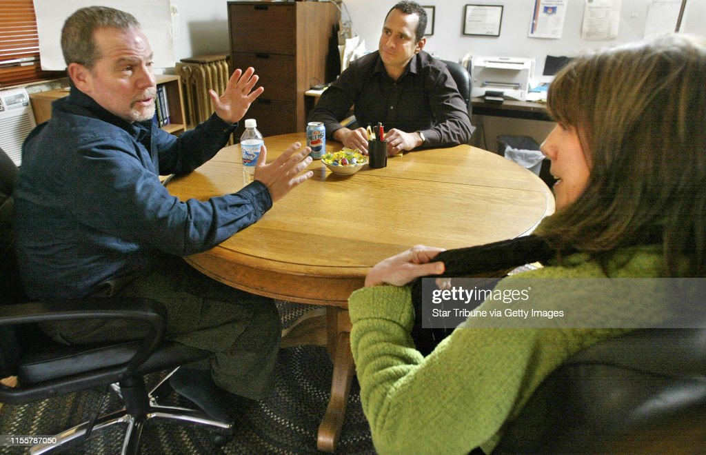 MARLIN LEVISON *mlevison@startribune.com 03/09/07 Assign# 109539- New world of divorce proceedings calls for mediation procedures with a specialist instead of the usual acrimonious meetings with lawyers.  Here, recently divorced couple Nancy Anderson and : News Photo