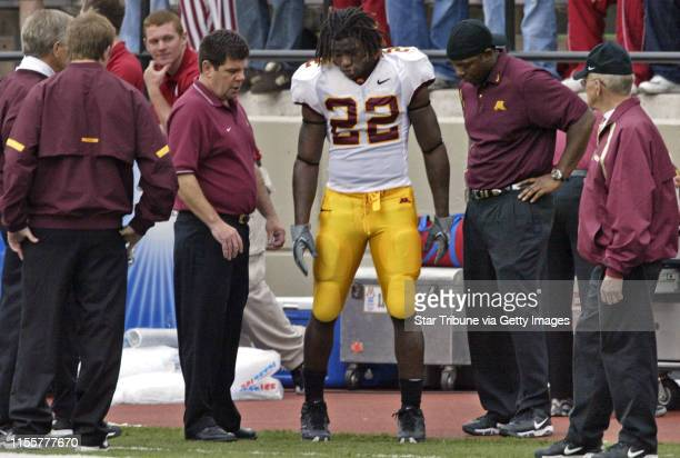 Mlevison@startribune.com 11/05/05 - Assign#97760- Gophers vs. Indiana football IN THIS PHOTO: Trainers and coaches look on as Gopher running back...