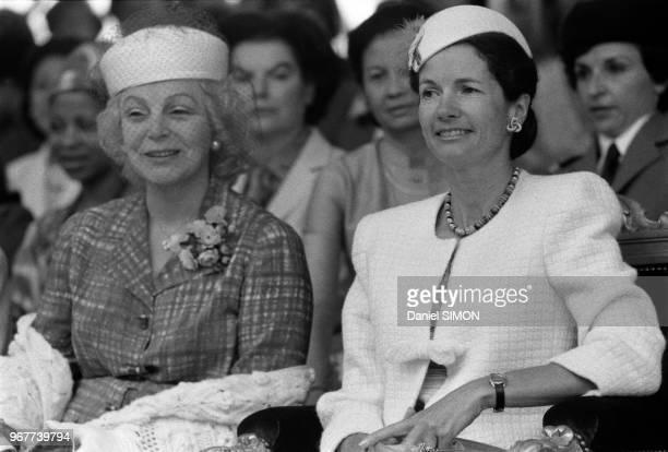 Mme Barre et AnneAymone Giscard d'Estaing lors du défilé du 14 juillet 1979 à Paris France