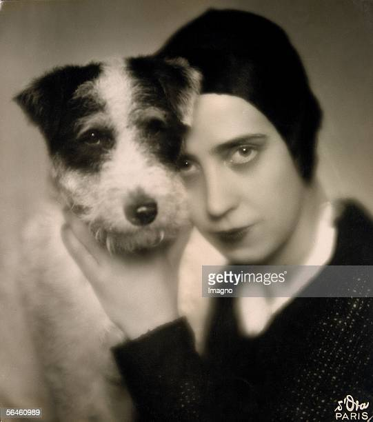Mme Schiaparelli / maison Schiaparelli Elsa Schiaparelli with her dog Photography Vienna About 1926 [Mme Schiaparelli / maison Schiaparelli Elsa...