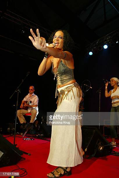 Mo Asumang Feiert Bei Reminders Day Gala In Berlin