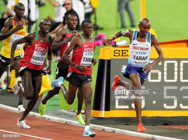Mo Farah of Great Britain celebrates winning the gold medal in the Men's 10000 metres during day one of the 16th IAAF World Athletics Championships...