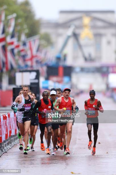 Mo Farah of Great Britain leads his pace group as they compete in the Elite Men's race during the 2020 Virgin Money London Marathon around St....