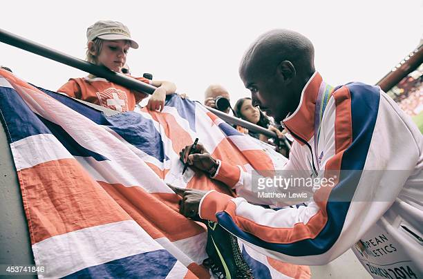 Mo Farah of Great Britain signs an autograph after wining the Mens 5000m Final during day six of the 22nd European Athletics Championships at Stadium...