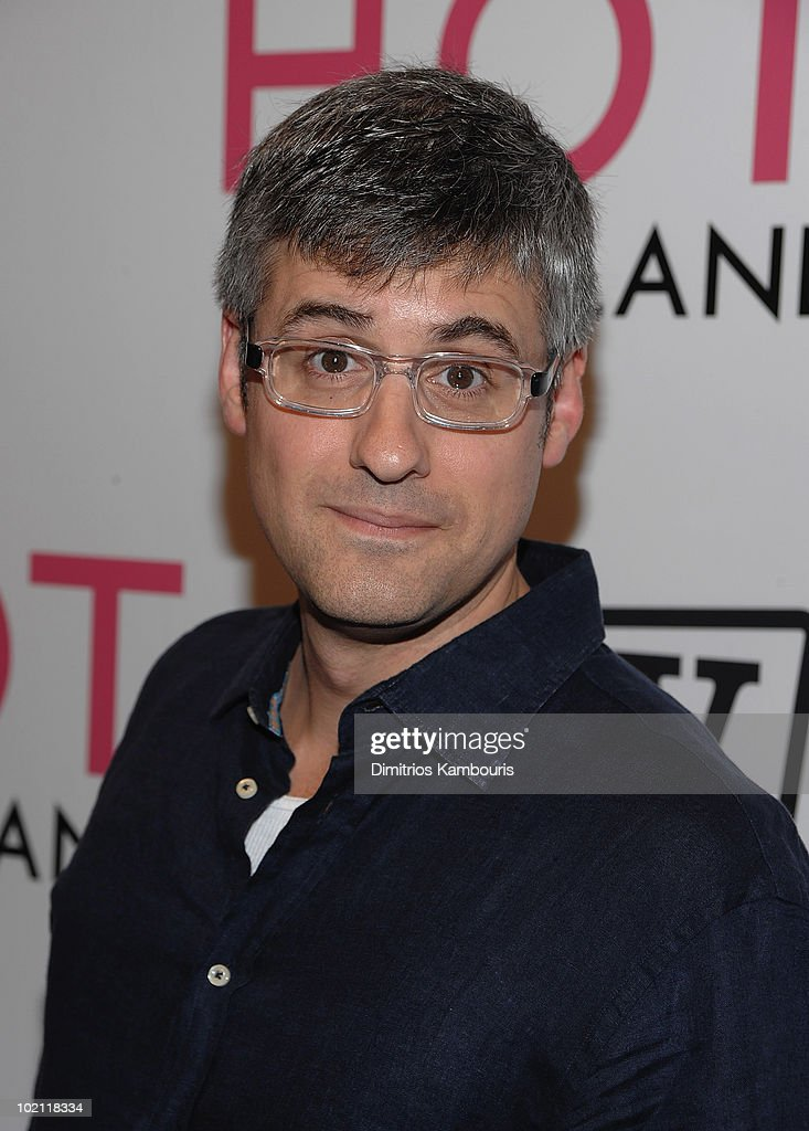 Mo Rocca attends the 'Hot in Cleveland' premiere at the Crosby Street Hotel on June 14, 2010 in New York City.