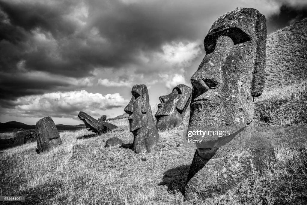 Moai Rano Raraku Easter Island Statues Rapa Nui BW : Foto de stock