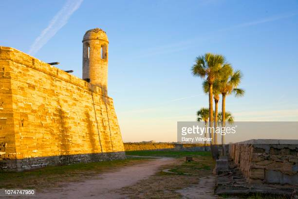 moat at fortress in st. augustine - moat stock pictures, royalty-free photos & images