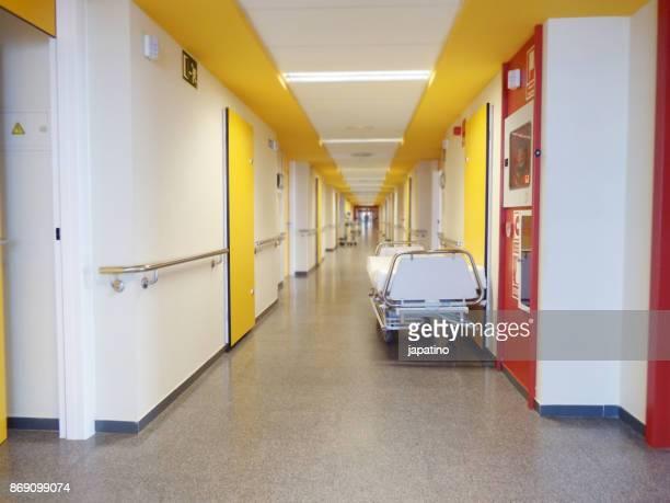 mobile bed in the corridor of a hospital - helicobacter pylori stockfoto's en -beelden