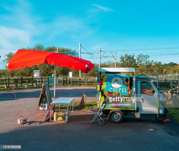 市内のモバイルコーヒートラック - 期間限定ショップ ストックフォトと画像