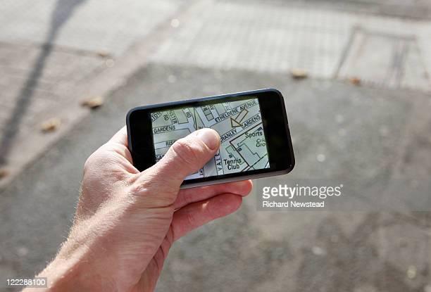 Mobile map navigation