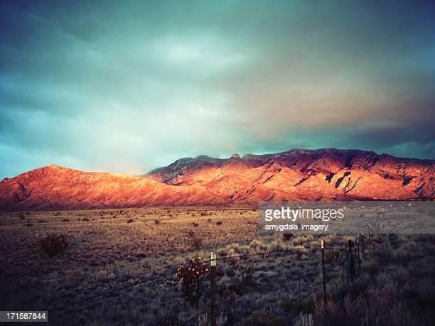 Stock móvil paisaje al atardecer las montañas de