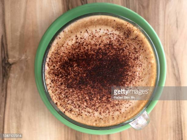 mocha hot drink served in a cafe restaurant - rafael ben ari - fotografias e filmes do acervo