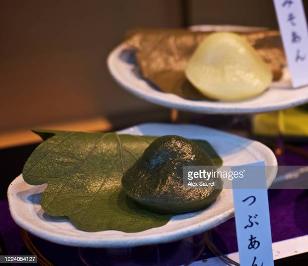 mochi pastry at the shop window of a wagashi (japanese sweets shop) in ginza ward, tokyo, japan - 大福餅 ストックフォトと画像