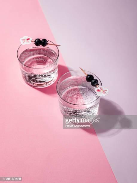 mocktails with blueberry garnish - cocktail party stock-fotos und bilder
