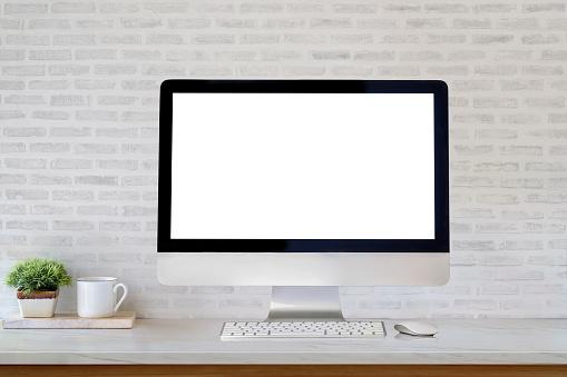 Mockup desktop blank screen computer and coffee mug on table. 910765052