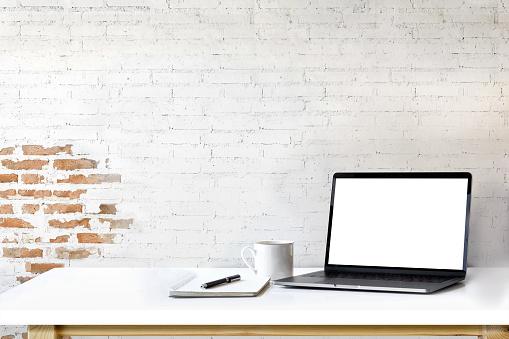 Mockup laptop on white wood. 910765186
