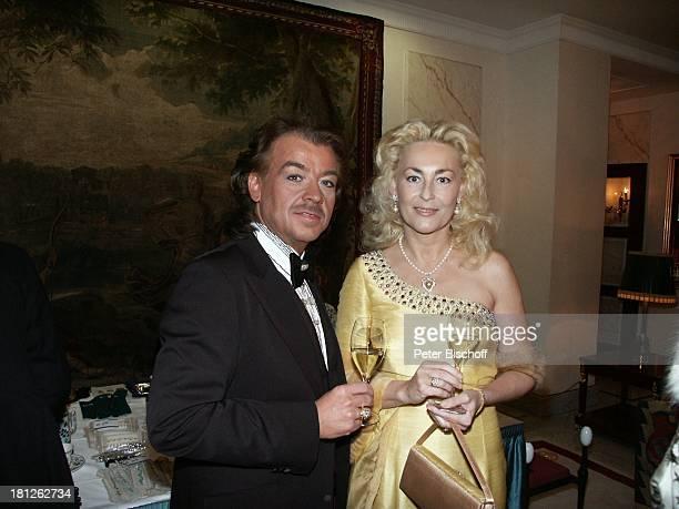 Modedesigner Alfredo Pauly Name auf Wunsch 'Internationaler MidoKüsovKulturball' Grand Hotel 'Russischer Hof' Weimar Spendengala Gala Fest Promis...