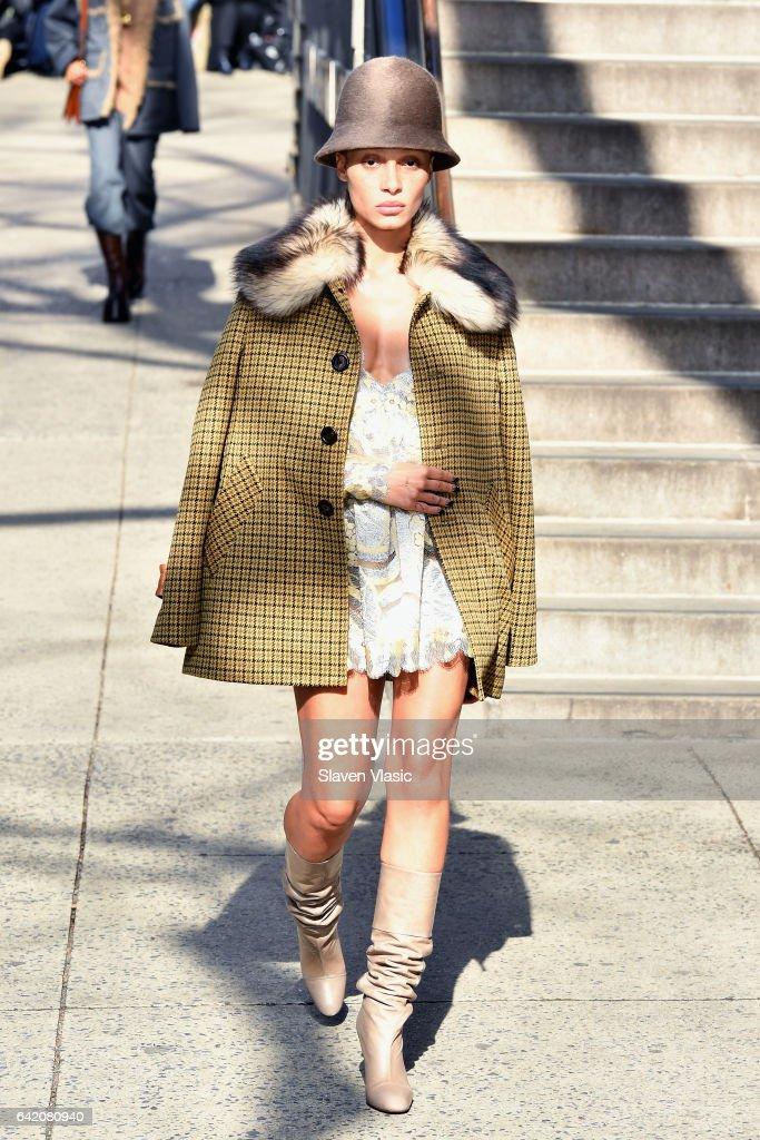 Marc Jacobs Fall 2017 Show - Runway : News Photo