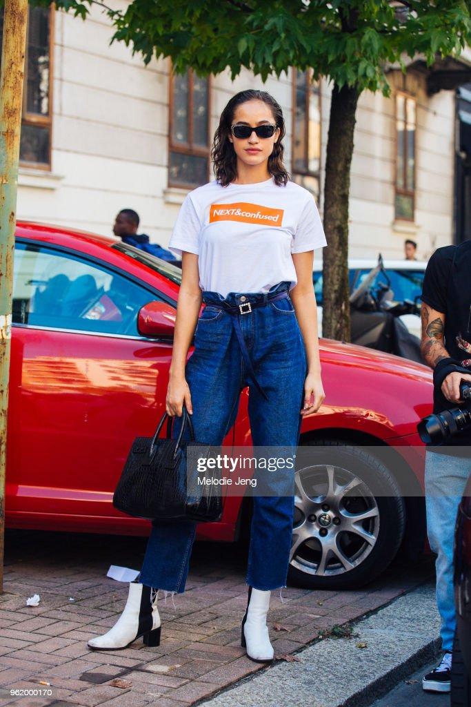 Street Style: September 22 - Milan Fashion Week Spring/Summer 2018 : News Photo