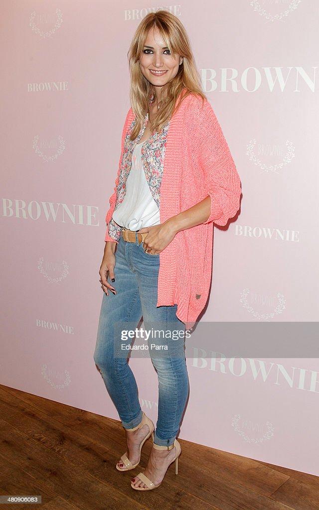 Alba Carrillo Inaugurates new 'Brownie' Shop in Madrid
