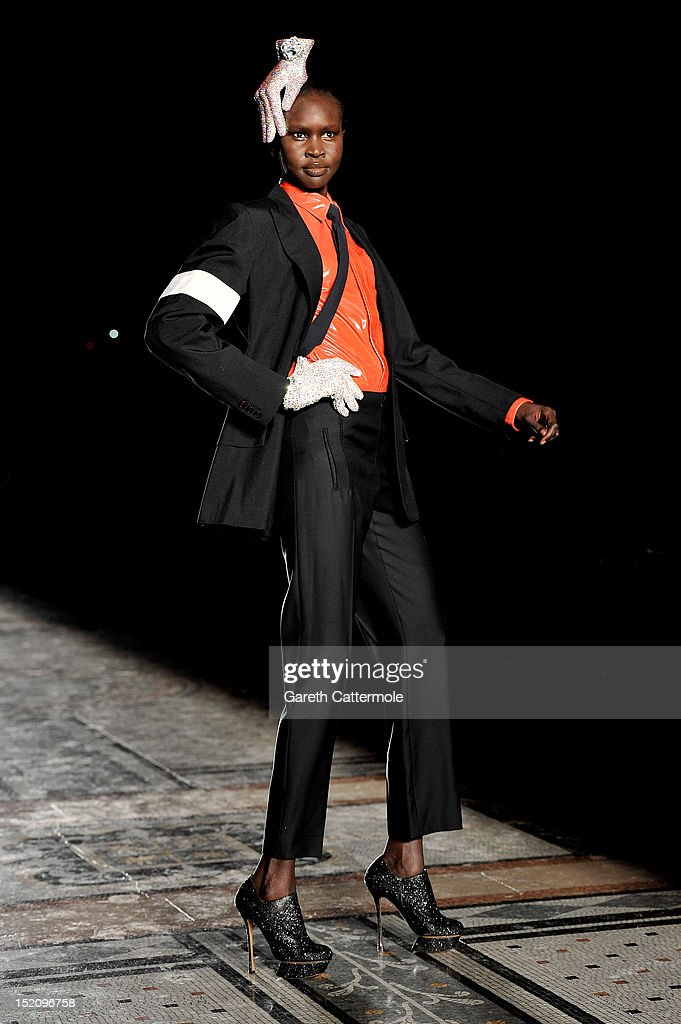 LFW SS2013: Philip Treacy Catwalk : News Photo