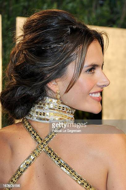 Model Alessandra Ambrosio arrives at the 2013 Vanity Fair Oscar Party hosted by Graydon Carter at Sunset Tower on February 24, 2013 in West...