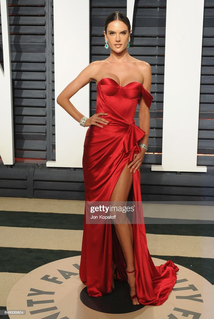 Model Alessandra Ambrosio arrives at the 2017 Vanity Fair Oscar Party Hosted By Graydon Carter at Wallis Annenberg Center for the Performing Arts on February 26, 2017 in Beverly Hills, California.